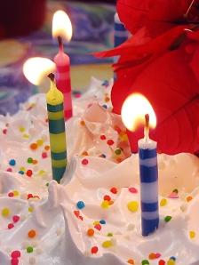 1093393_21815263_three_candles
